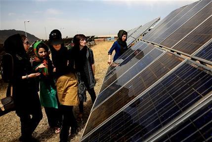 ایران برای آینده ای روشن به نیروگاه خورشید و نور خیره شده است