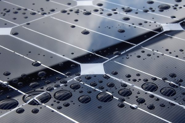 پنل های خورشیدی جدید از باران ها برق تولید میکنند