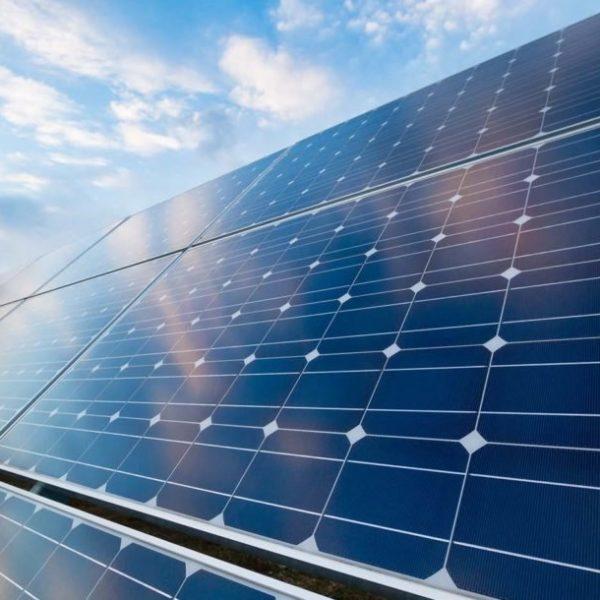 چگونه پنل های خورشیدی کار می کنند؟