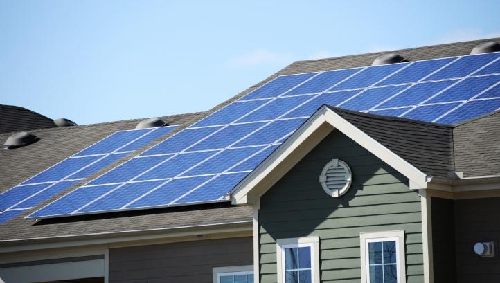 آیا می توانم با نیروگاه خورشیدی درآمد کسب کنم؟