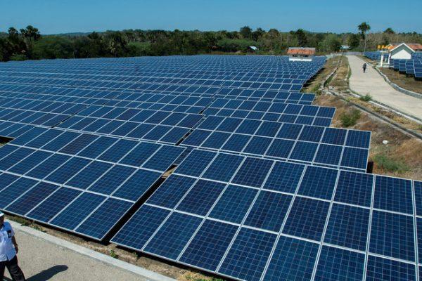 کارآمدترین پنل خورشیدی که تاکنون ساخته شده این کارآمدترین پنل خورشیدی که تاکنون ساخته شده است دانشمندان یک سلول خورشیدی را طراحی کرده اند که از فناوری های نوآورانه ای که قادر به جذب بخش های بیشتری از طیف خورشیدی است،