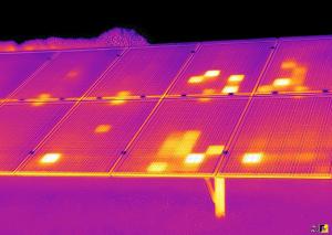 تصویر برداری حرارتی نیروگاه خورشیدی کوچک فتوولتائیک